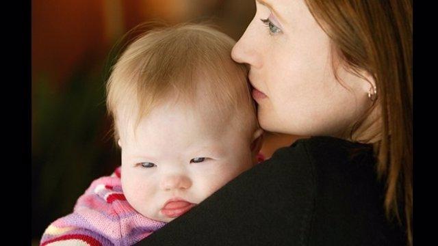 Una madre con su hija Síndrome de Down