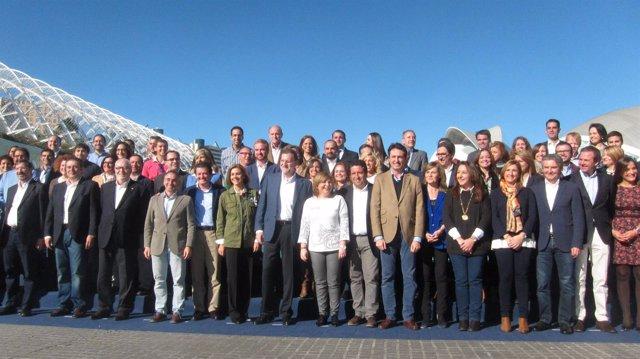 Mariano Rajoy y dirigentes populares en el acto de este sábado en Valencia