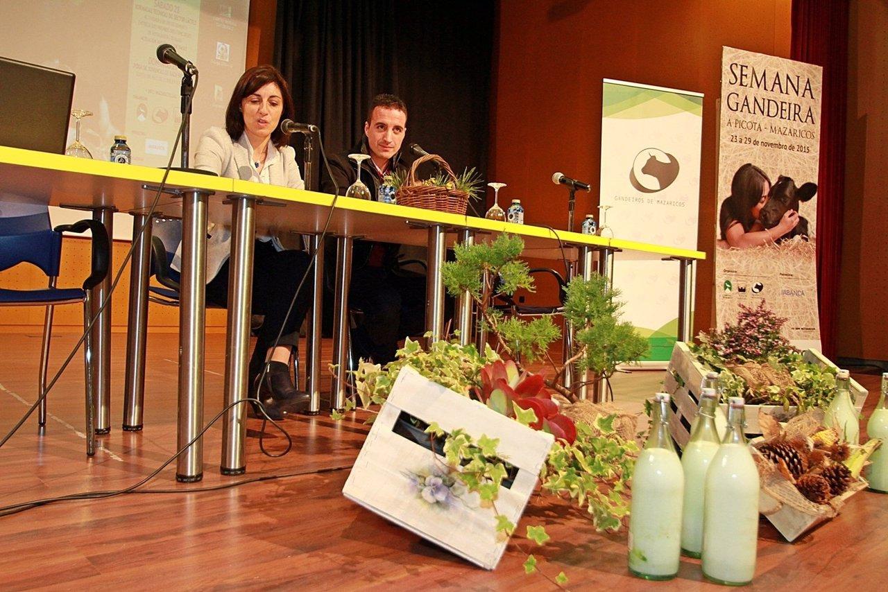 La conselleira do Medio Rural y el alcalde de Mazaricos