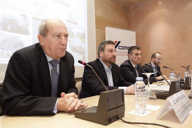 El consejero José Luis Soro en las jornadas sobre rehabilitación de carreteras.