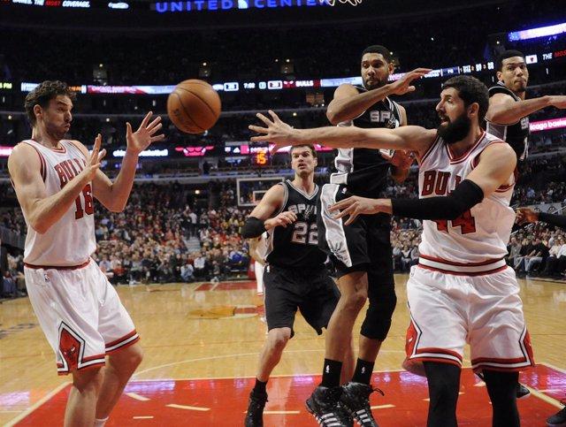 Pau Gasol y Nikola Mirotic en el San Antonio Spurs - Chicago Bulls