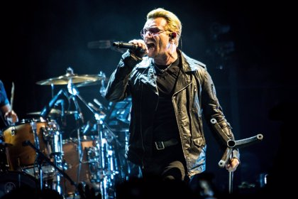 Puja para dar un paseo en bici con Bono de U2 y recaudar fondos contra el sida