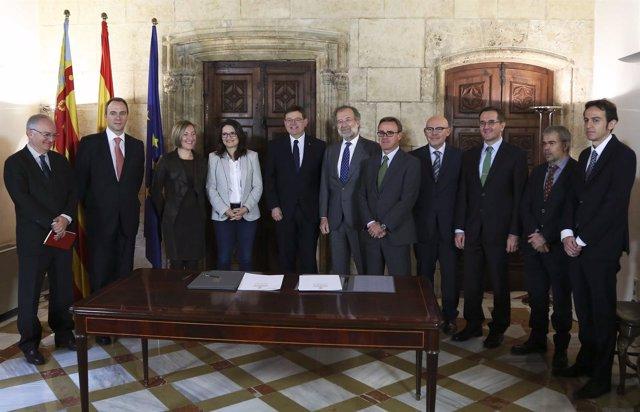 Firma del pacto para evitar la pobreza energética