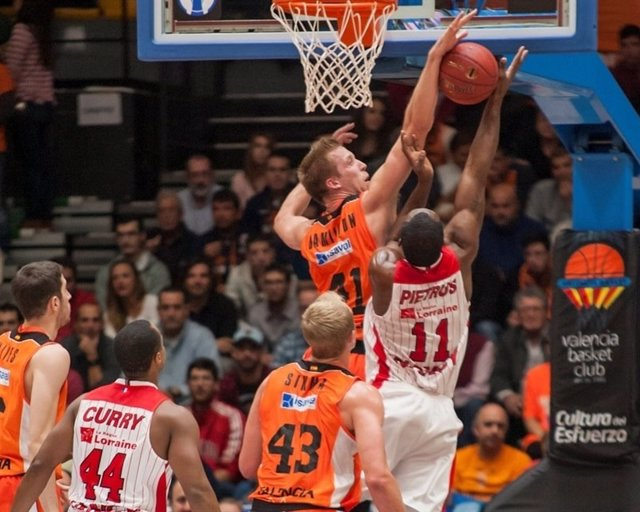 Valencia Basket vs. SLUC Nancy, Justin Hamilton.
