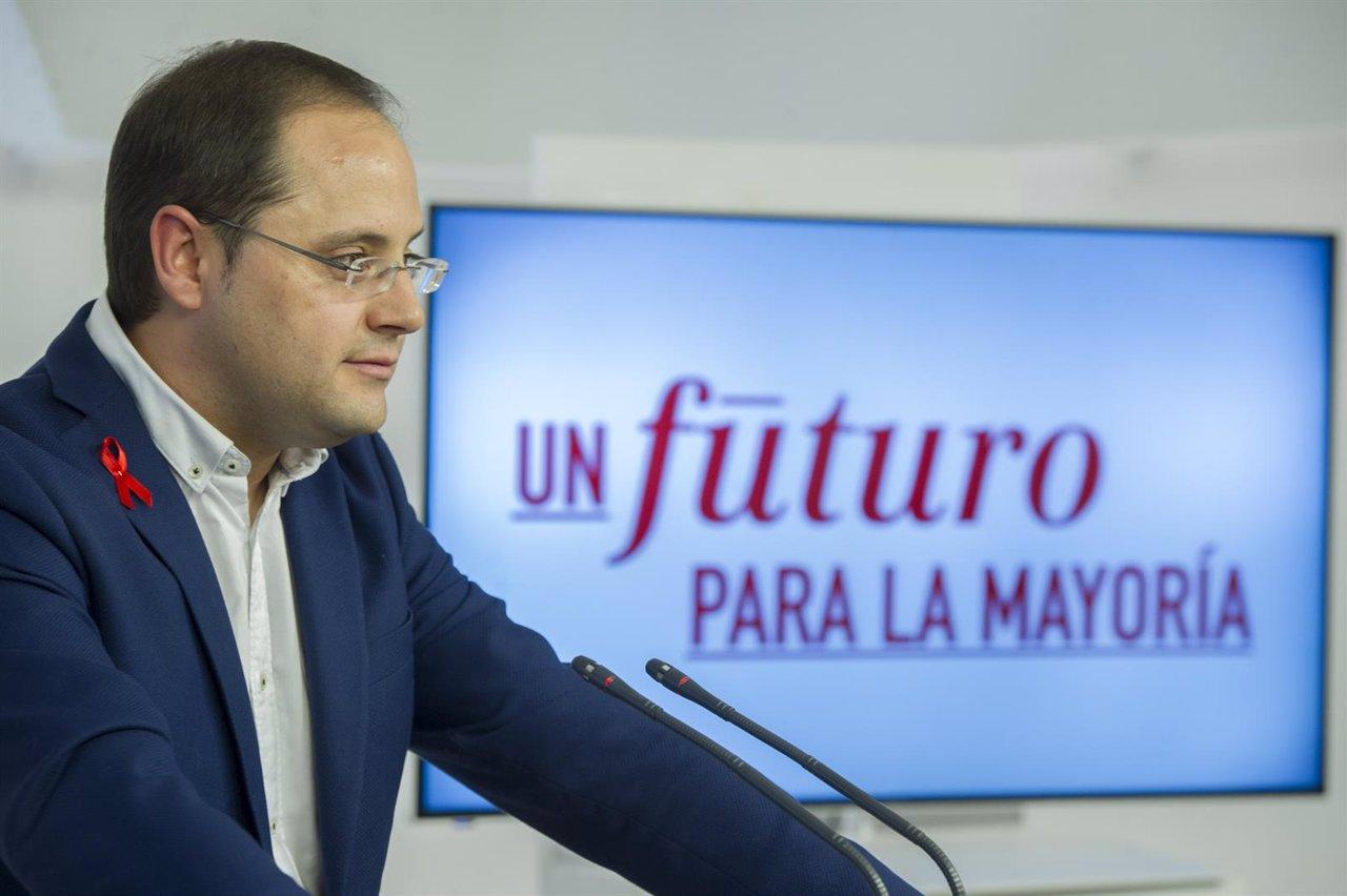 César Luena en la presentación de la campaña del PSOE