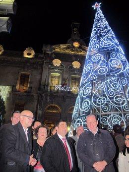 Reyes, junto a Márquez, en el encendido del alumbrado navideño
