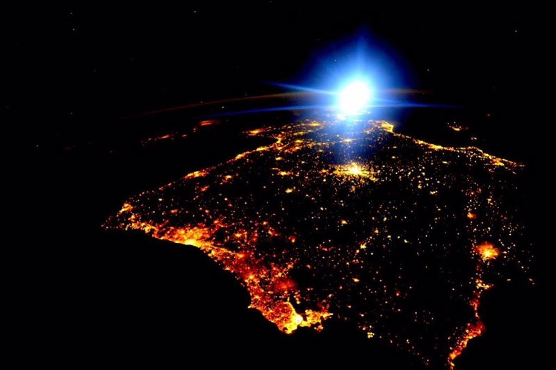 España y Portugal, de noche desde el espacio, a 2 de diciembre de 2015