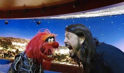 Duelo de baterías entre Dave Grohl de Foo Fighters y Animal de los Muppets