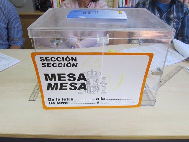Urna electoral en Santiago de Compostela.