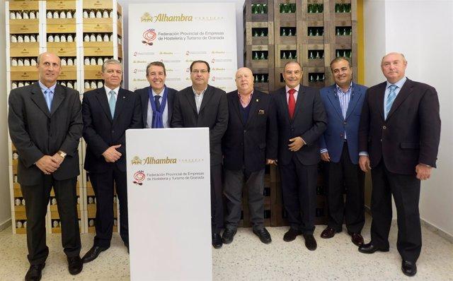 Firma del acuerdo entre la Federación de Hostelería y Cervezas Alhambra.