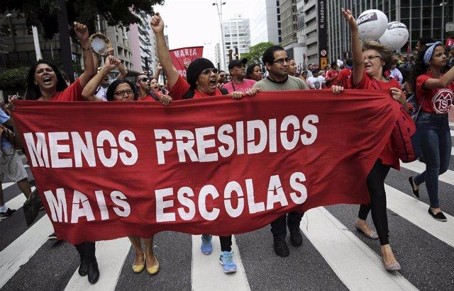 Manifestación, protesta en Sao Paulo por la educación