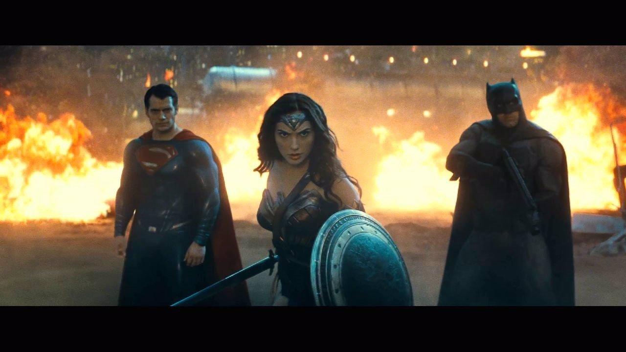 Nuevo tráiler de Batman v Superman: La trinidad de DC contra Doomsday
