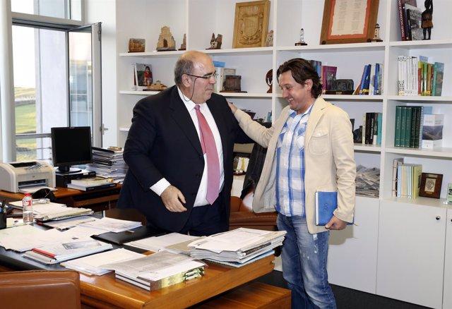 Oria se reúne con el alcalde de Rionansa