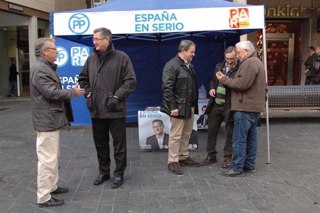 Los candidatos del PP-PAR en la carpa en Teruel