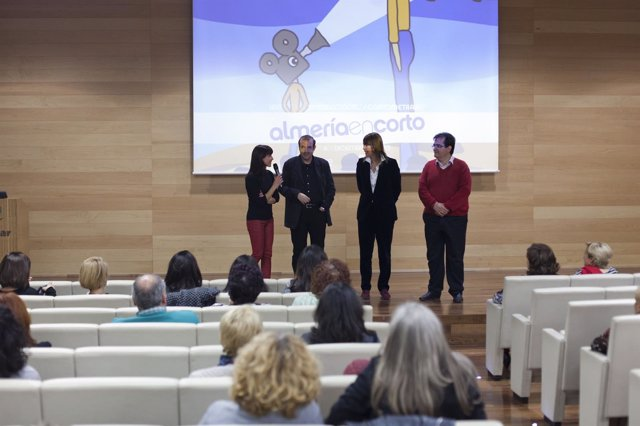 Mabel Lozano estrena su documental 'Chicas Nuevas 24 Horas' en Almería