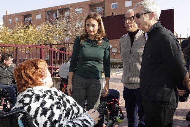 Susana Sumelzo visita Centro Rey Fernando de Aragón.