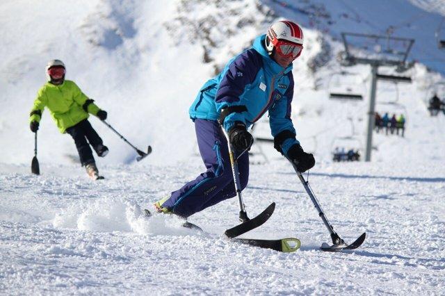 Esquiadores en Grandvalira, estación de esquí, Andorra