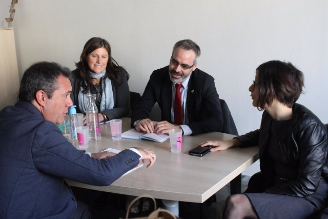 Reunión de trabajo del alcalde de Sevilla, Juan Espadas, en París