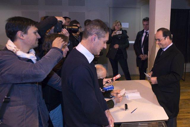 François Hollande vota en elecciones locales 2016