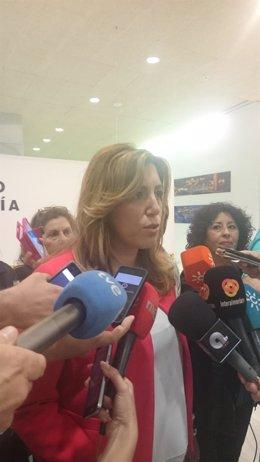 Susana Díaz atiende a los medios a su llegada al VII Congreso regional de CSIF