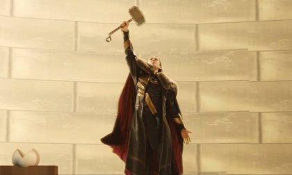 Loki empuña el martillo de Thor en una escena inédita de El mundo oscuro