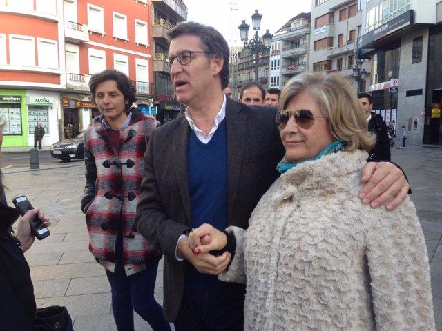 Feijóo, durante su paseo este martes por Vilagarcía
