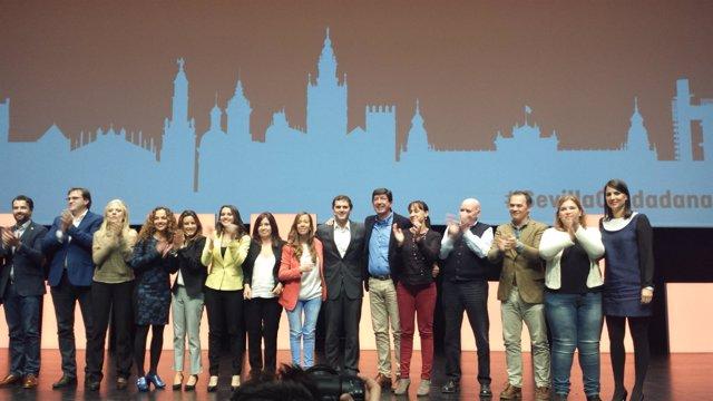 Albert Rivera con otros candidatos de Ciudadanos en un acto público en Sevilla