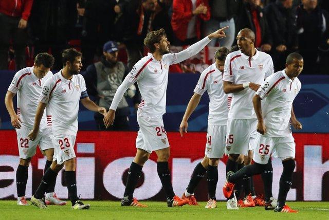 Llorente celebra con sus compañeros el 1-0 ante la Juventus