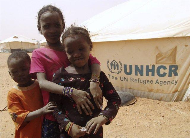 Niños refugiados malienses en Níger