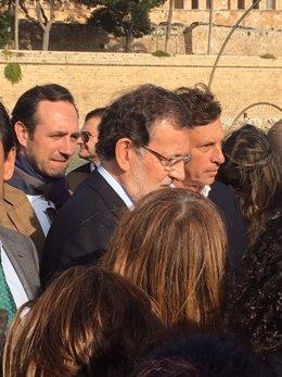 Rajoy y José Ramón Bauzá de paseo por Palma de Mallorca en la campaña por el 20D
