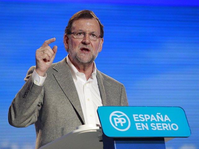 Rajoy en un mitin en Estepona (Málaga)