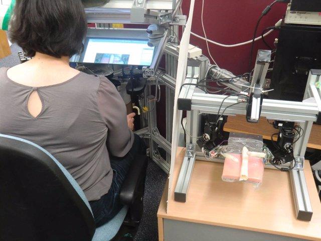 Un simulador de robots quirúrgicos recrea las condiciones del cirujano