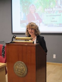 La candidata a rectora de la US, Adela Muñoz