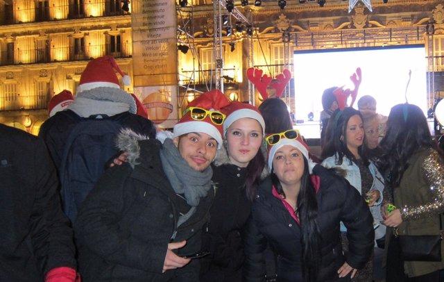 Jovenes celebran en Salamanca la Nochevieja Universitaria
