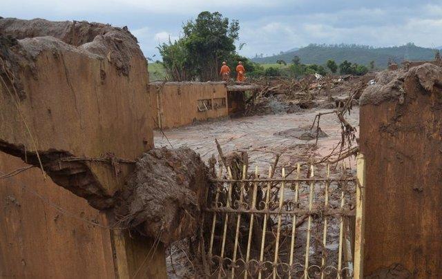 Samarco admite risco de rompimento de outras duas barragens em Mariana