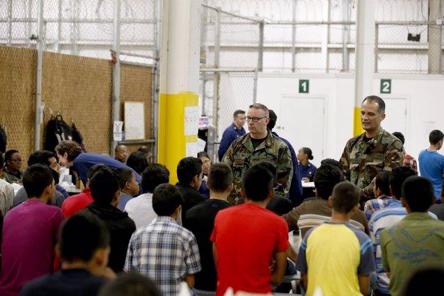 Niños inmigrantes llegan a Estados Unidos