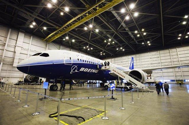Un Dreamliner 787 de Boeing en un hangar de Air Canada en el aeropuerto Pearson