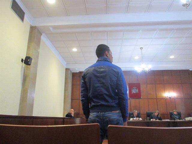 Momento del juicio con N. S. Prestando declaración