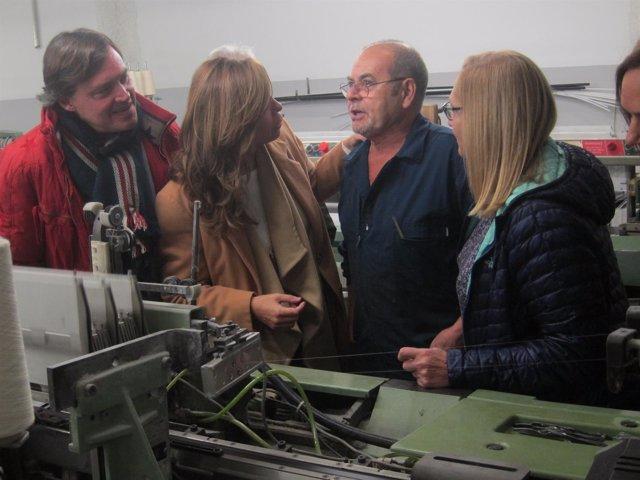 A.Sánchez-Camacho visita la fábrica textil Texfiltra en Sabadell