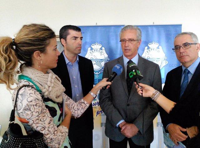 Pablo Matos y Manuel Domínguez (PP) tras su reunión con la directiva de Fepeco