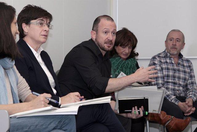 Edurne Eguino presenta estrategia para barrios del sur de Pamplona.