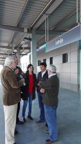 Los populares en la estación de Lebrija.