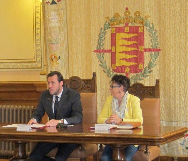 Óscar Puente con Rafaela Romero