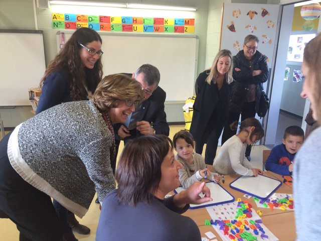 La consellera Rigau en un centro educativo de Tortosa