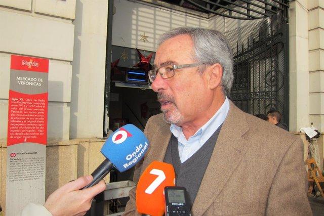 Sotomayor a las puertas del Mercado de Verónicas