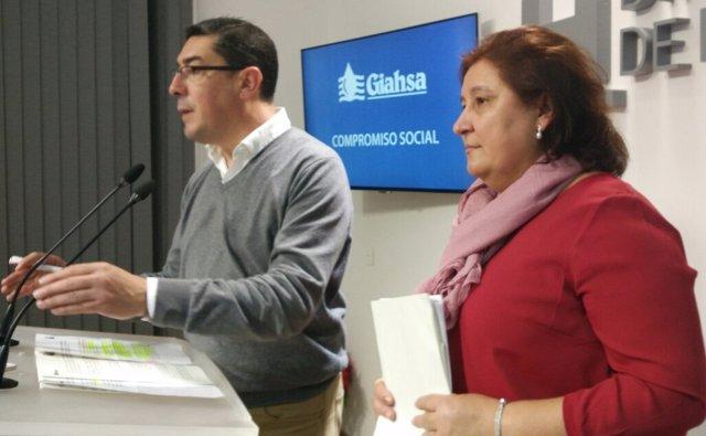 Manuel Domínguez, junto a Laura Pichardo.