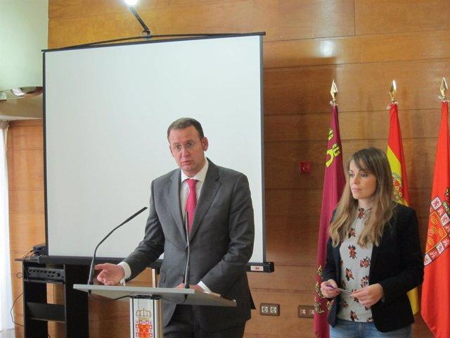 José Guillén y Rebeca Pérez, en la rueda de prensa