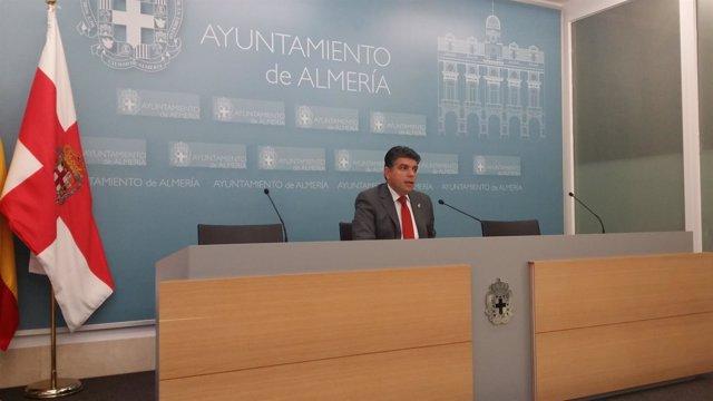 El portavoz del grupo municipal de Ciudadanos, Miguel Cazorla