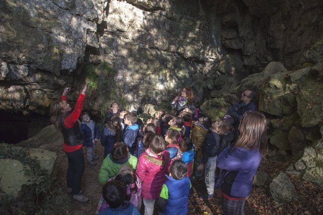 Excursión de escolares a la cueva de El Pendo