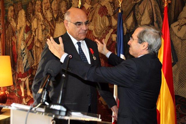 Alemany recibe la insignia de Oficial de la Legión de Honor de Francia